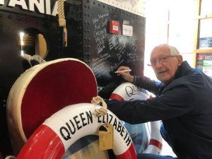 John Bull – Cunard – Queen Elizabeth